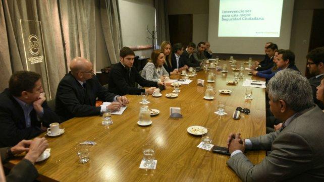 Fein y Pullaro junto a funcionarios provinciales, municipales y del Poder Judicial.