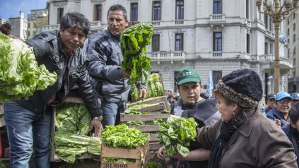 Una protesta de pequeños y medianos productores se llevó a cabo hoy en la Plaza de Mayo, en Buenos Aires.