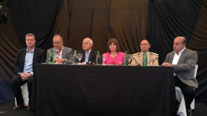 La ministra estuvo junto al gobernador Lifschitz.