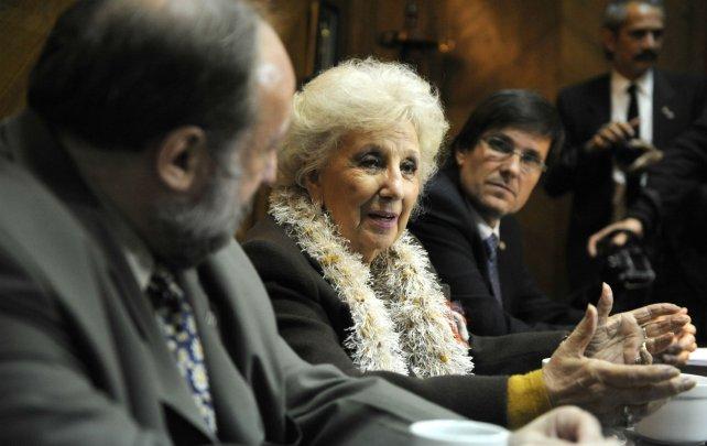 El rector Darío Maiorana, Estela de Carlotto y el decano José Goity.