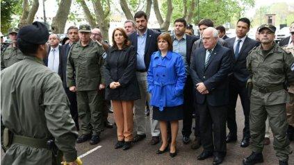 Fein, Bullrich y Lifschitz, en la presentación oficial de la llegada de los efectivos federales a Rosario.