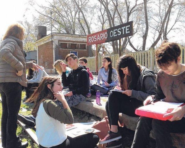 Estudiantes de Pompeya y el registro de testimonios en Rosario Oeste.
