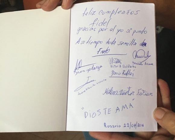 Los chicos le dedicaron un libro a Fidel.
