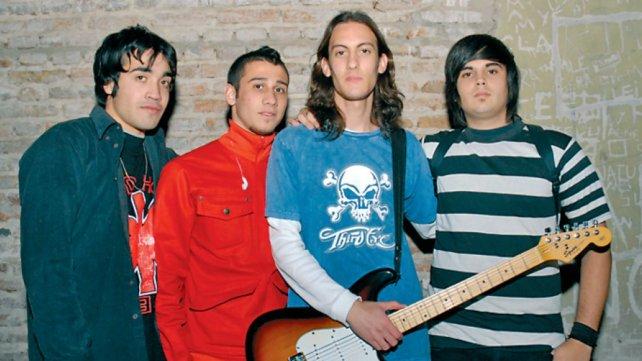 """Under the bridge"" fue el primer grupo que salió a escena."