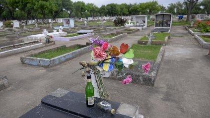 Hay sepulturas que fueron pintadas de distintos colores.