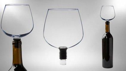 El Guzzle Buddy, un ingenioso dispositvo que resuelve un gran problema de los bebedores empedernidos.