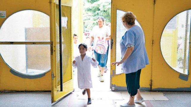 A las 12.50 la portera Berta abrió la puerta de ingreso y los alumnos entraron contentos.
