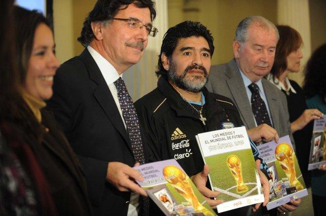 Sileoni, Maradona y Grondona.