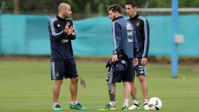 Mascherano, Messi y Di María, durante la práctica en Ezeiza.