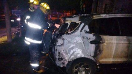El atentado incendiario contra el auto de la periodista.