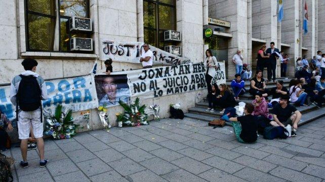 Familiares y amigos de Jonatan Herrera, en Tribunales.