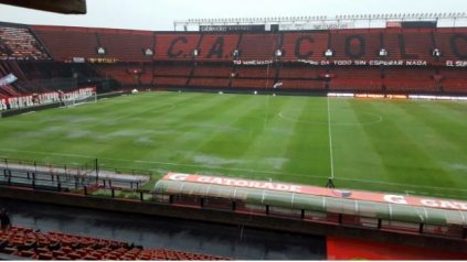 El estado del campo de juego del estadio Brigadier López, donde se debe jugar el partido entre Colón y Newell's.
