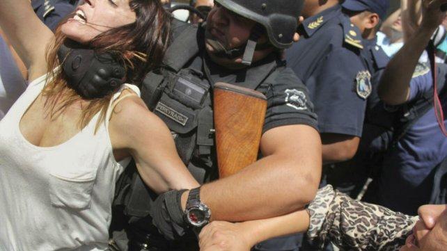 La diputada Mendoza fue golpeada en la calle.