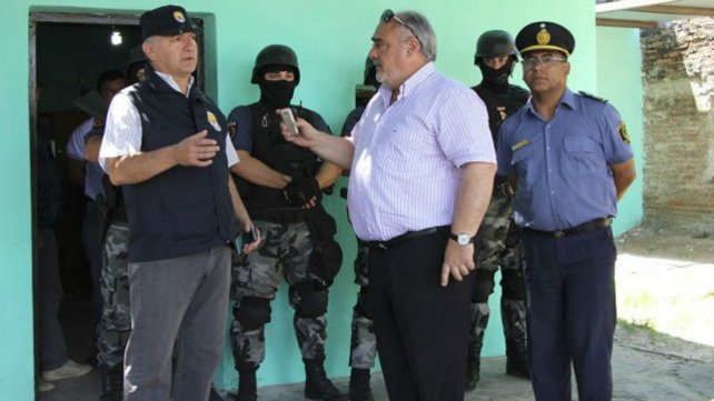 El gobernador de Corrientes, Ricardo Colombi, junto al fede de Drogas Peligrosas José Moyano.