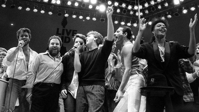 En 1985, George Michael participó en el concierto Live Aid junto a Paul Mc Cartney, Bono y Freddie Mercury entre otros.