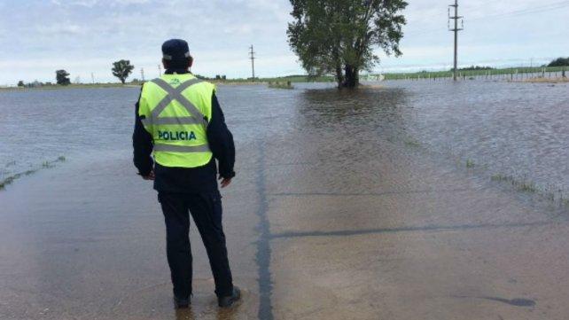 La ruta 94 entre Santa Isabel y Villa Cañas estuvo cortada por agua sobre la calzada.