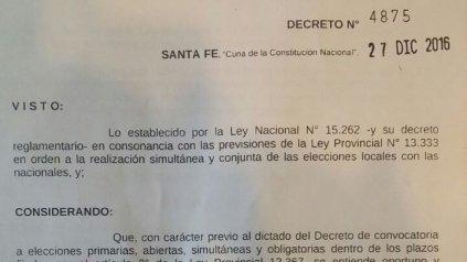 La copia del decreto que firmó el gobernador.