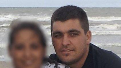 Jonathan Echimborde fue asesinado mientras arreglaba su camioneta en la puerta de su taller mecánico. Tenía 28 años.