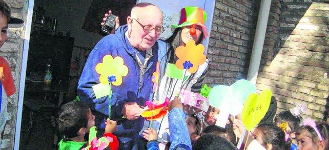 Montaldo disfrutaba de estar en contacto con los chicos del barrio, a quienes dedicaba tiempo y esfuerzo.