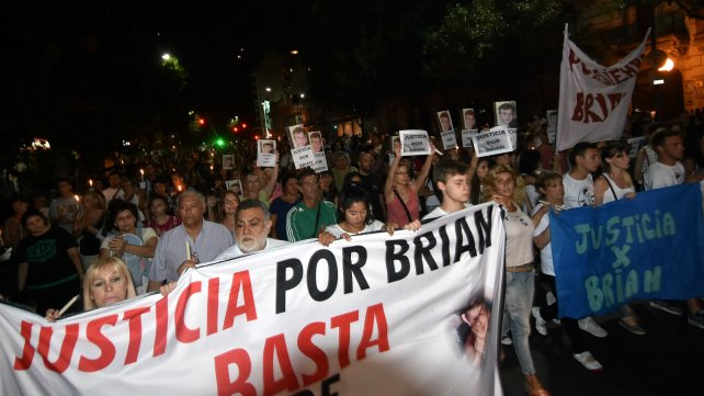 Familiares del chico asesinado reclaman justicia.