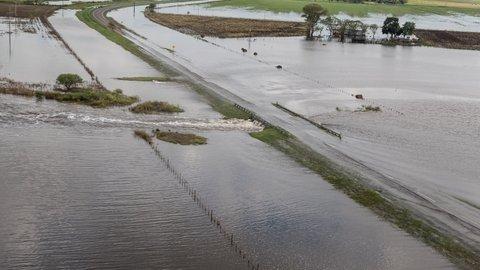 hasta el cuello. Los departamentos del centro-oeste santafesino fueron los más castigadas por inundaciones que anegaron pueblos y campos