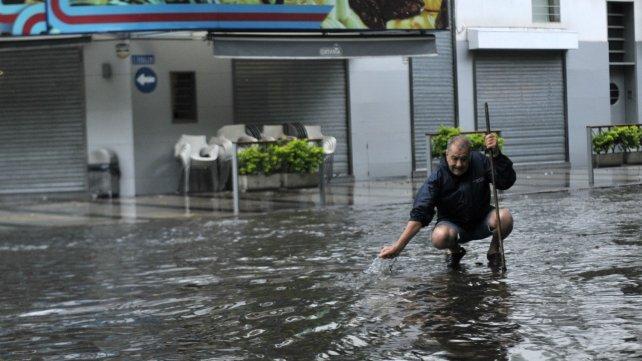 El agua dejó su huella en la esquina de Avellaneda y Zeballos.
