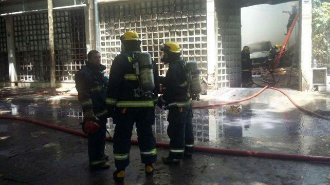Los bomberos lograron controlar el fuego.