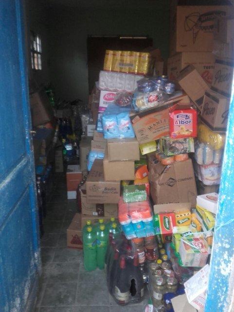 Parte de la mercadería que fue recuperada en allanamientos realizados en Pérez, Soldini y Zavalla.
