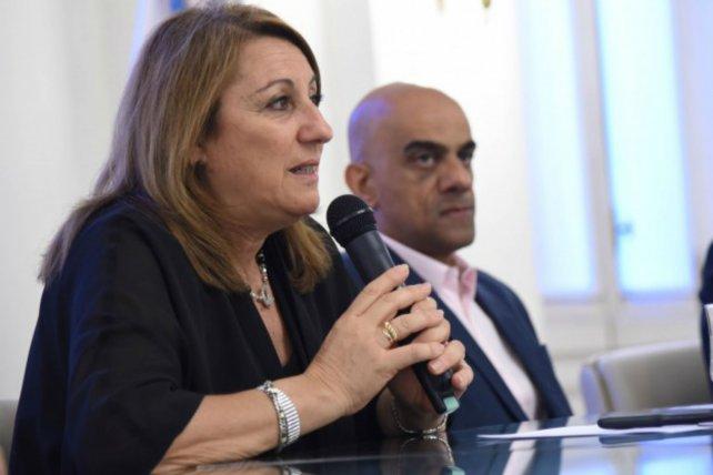 Acto. Fein y Omar Saab, de la provincia, en la apertura de ofertas.