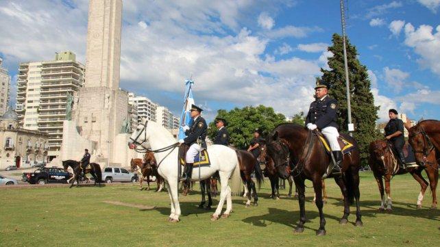 El acto se realizó esta mañana en el Monumento a la Bandera.