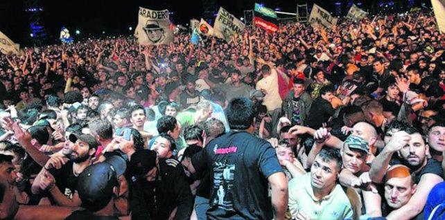 <div>Ricoteros. Los seguidores del Indio Solari desbordaron La Colmena.</div><div><br></div>