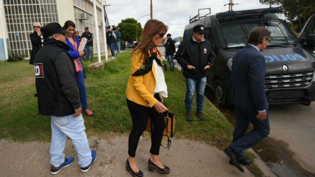 La jueza Más Varela recorrió el lugar del hecho junto a sus colegas y la fiscal.