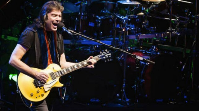 El guitarrista de Genesis en su etapa solista.