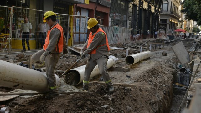 Los trabajos avanzan a paso lento en calle Sarmiento.