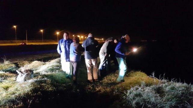 Los investigadores creen que el auto se precipitó por una mala maniobra.
