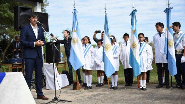 Esteban Bullrich inauguró obras en una escuela en Corrientes.