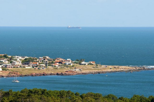 La vista de Punta Colorada desde el Cerro San Antonio.