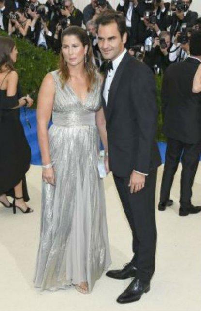 Federer asistió al MEt junto a su esposa Mirka.
