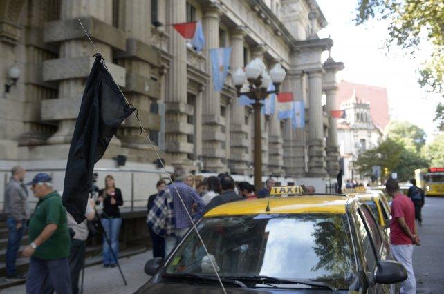 Tras el crimen de Groia, sus compañeros y colegas se movilizaron a la sede Gobernación.