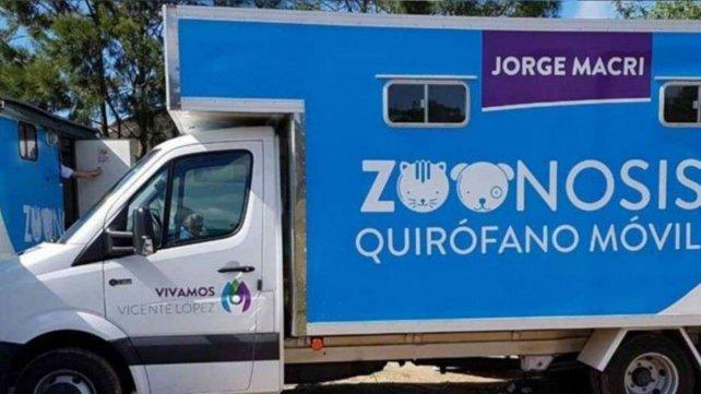 El camión de Zoonosis ploteado con el nombre del intendente de Vicente López, Jorge Macri.