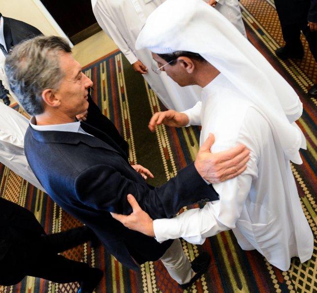 Macri con el ministro de Relaciones Exteriores y Cooperación Internacional de Emiratos Arabes, Mohammed Sharaf.