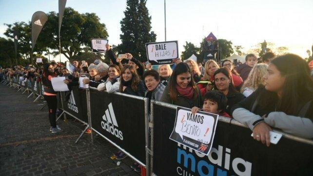 Familiares y amigos brindaron su apoyo a los corredores.
