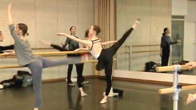 Marcela, dando clases en el Centre National de Danse de París.