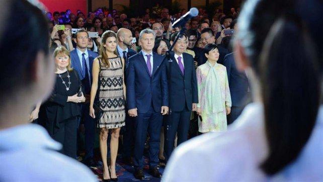Macri presenció el himno cantado por el coro chino.