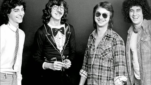 A los jóvenes de ayer. Aznar, García, Lebón y Moro, uno de los más importantes grupos del rock argentino.