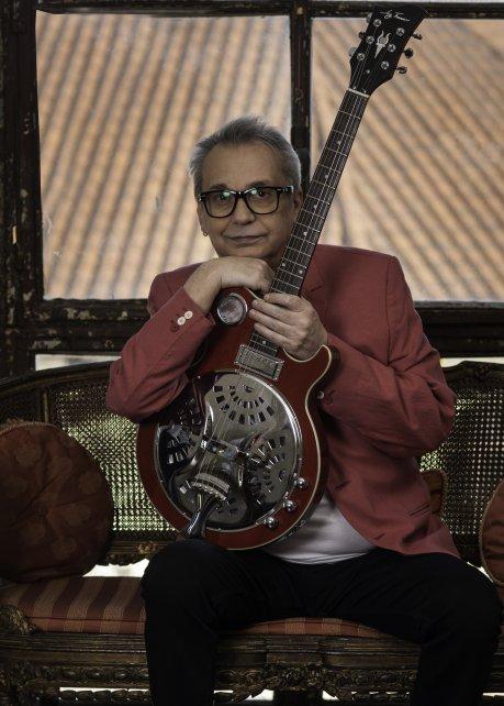 Lebón hará un recorrido por sus nuevas canciones, pero no faltarán clásicos de Serú Girán y Polifemo.