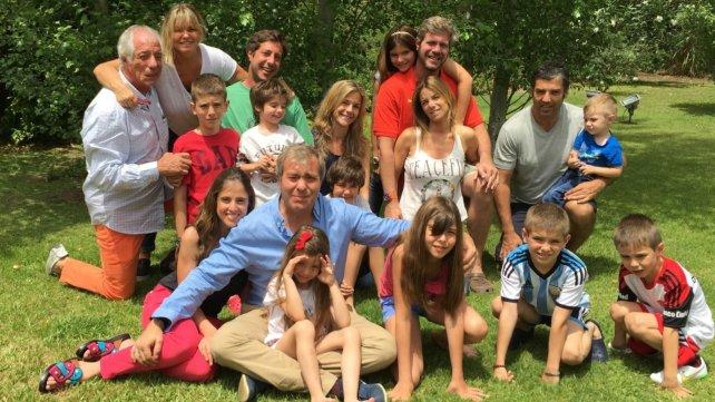 En familia. Roberto Villavicencio junto a sus afectos más cercanos.
