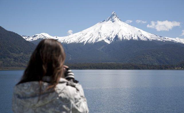 El volcán Puntiagudo, una de las maravillas que entusiasman a los turistas durante el Cruce Andino.