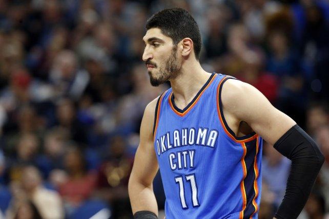 Emiten orden de detención contra jugador de la NBA por terrorismo