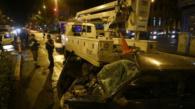 Murió en el acto al estrellarse contra un camión en Rosario